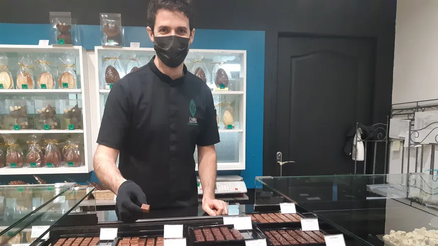 Thomas Pontacq dans sa boutique